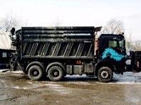 Transporter für Container verschiedener Größen von Dino Container Berlin