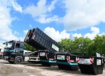 Containerdienst Abrollkipper mit Abfallcontainer